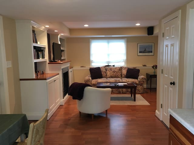 Spacious Guest Suite Close to Downtown Annapolis