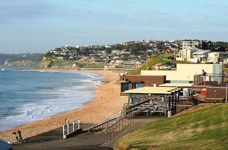 Beach house at Merewether, NSW - Merewether - Huoneisto