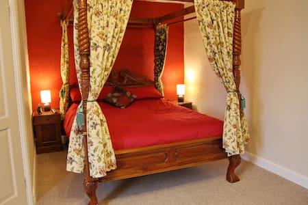 Four Poster room @ Angel Guesthouse - Tiverton