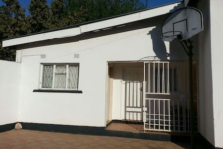 Centrally located Studio Apartment  - Gaborone - Appartement