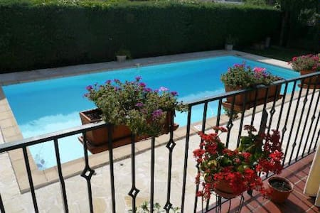 Villa with pool & games room (12p)