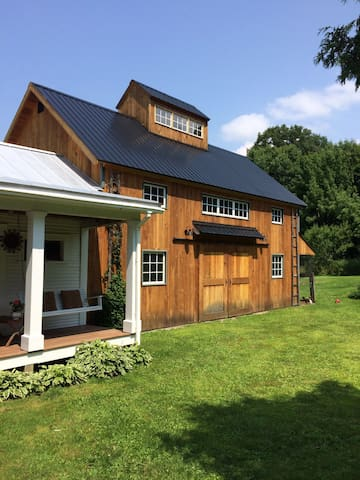 Boston Magazine Pick! Barn Loft - Hinesburg