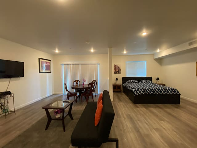 Studio,King Bed & Futon ,Near Hollywood