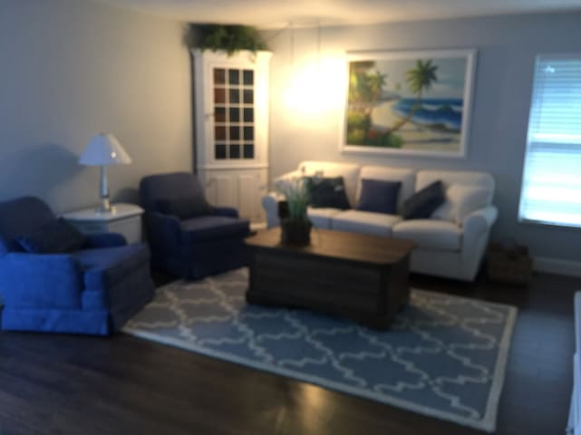 Comfortable Newly renovated Efficiency Apt - Naples - House