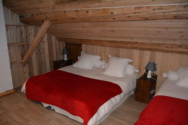 Chambre n°2 2 ou 3 lits (90x190)