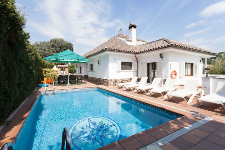 The best Villa you could find for your holidays - Cabrils - House