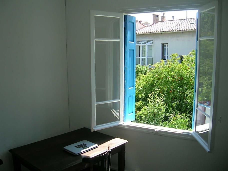 Chambre 1 (un lit 180x140, pour 1 ou 2 personnes)