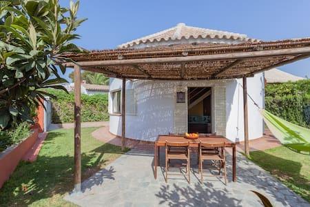 Casa circular en Zahora playa - Zahora - Huis