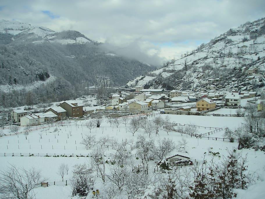 Pueblo con nieve