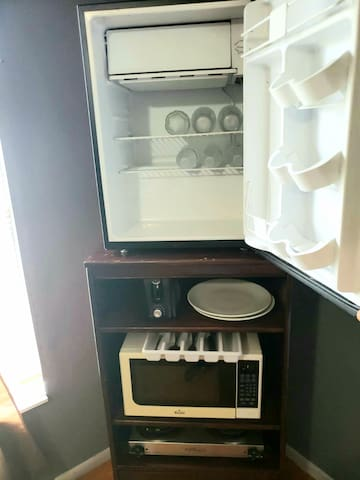 MINI REFRIGERADOR WITH WATER BOTTLES, AND MICROWAVES