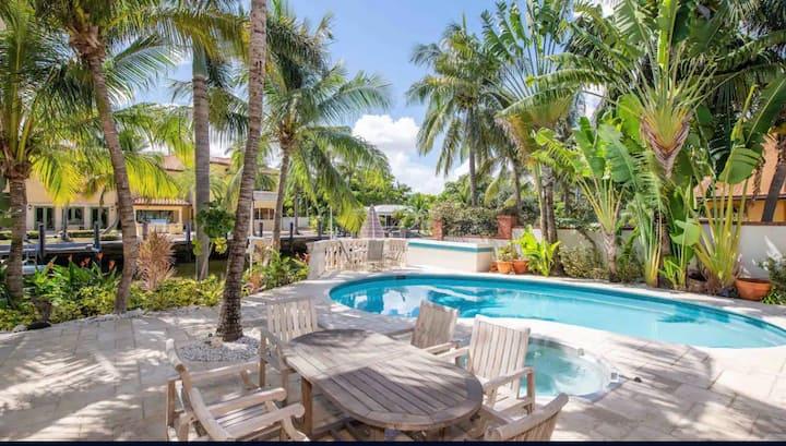 NEW! Tropical Waterfront Villa W/Pool, Spa & Dock.