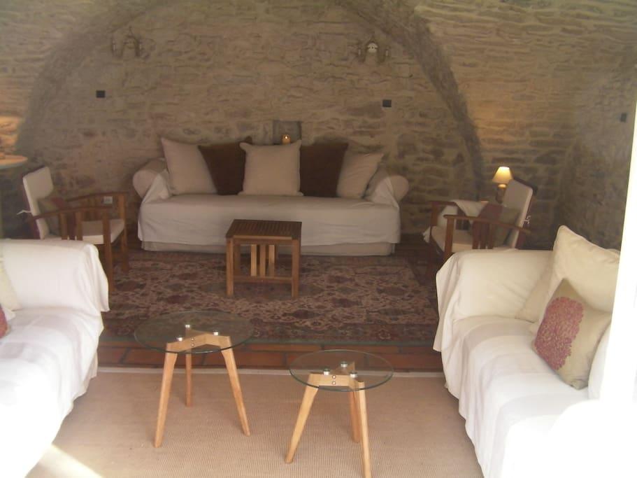 Salon en pierre voutée