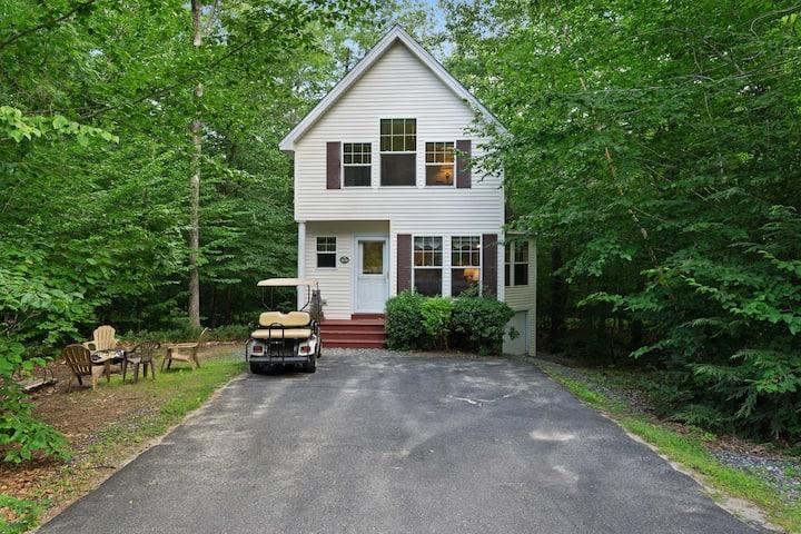 New listing! Cozy cottage w/golf cart, deck & firepit - walk to golf & beach