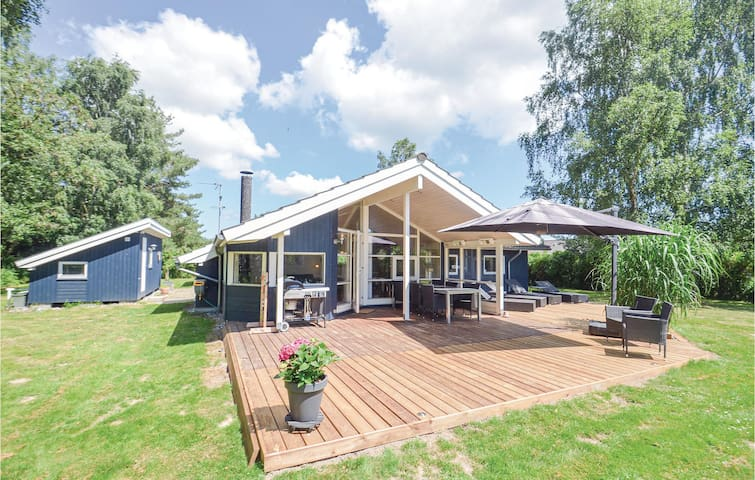 Holiday cottage with 3 bedrooms on 104m² in Væggerløse