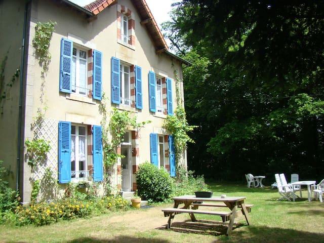 Gîte la Maison du Gardien 2-6p - Buxières-sous-Montaigut - Haus