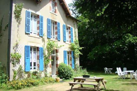 Gîte la Maison du Gardien 2-7p - Buxières-sous-Montaigut