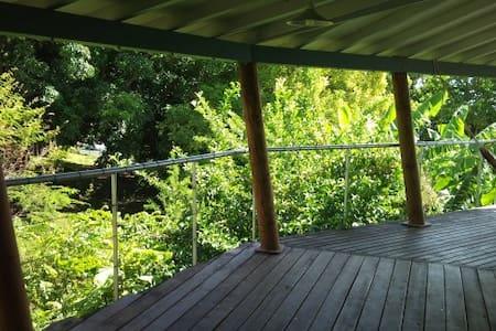 Chambre avec magnifique vue mer et piscine - Basse-Terre - Hus