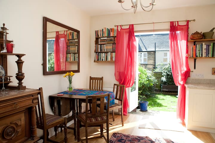 **Cosy home 10 min to tube + wifi** - Londres - Maison