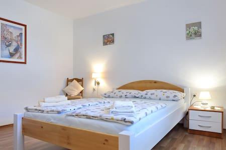 COMFORTABLE & SPACIOUS PRIVATE ROOM - Zadar