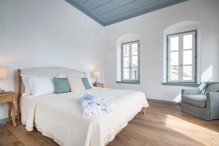 Master bedroom - panoramic views of the sea all around