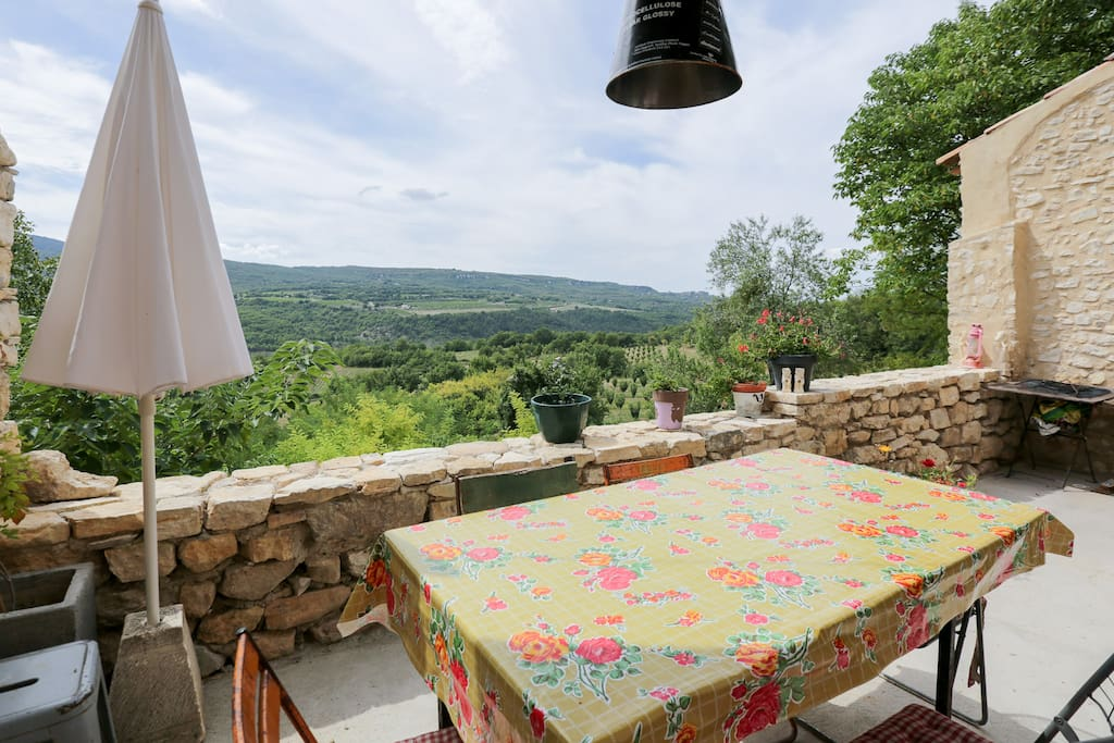 Maison en provence atypique 130m2 huizen te huur in for Jardin 130m2