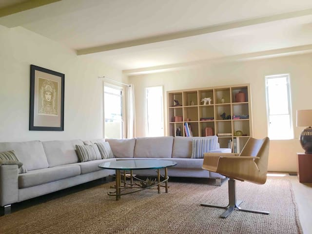 Your tranquil and tasteful home in the heart of LA