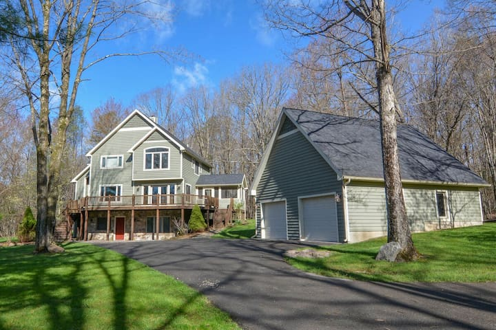 DOGS WELCOME! Lake Access Home w/Dock Slip, Hot Tub, & Indoor Community Pool!