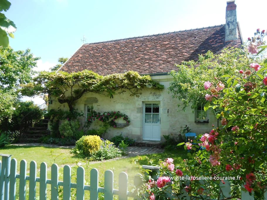 G te au jardin la roseli re houses for rent in perrusson for Au jardin guest house riebeeckstad
