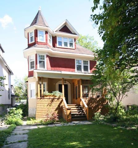 Osborne Village Heritage House - Winnipeg