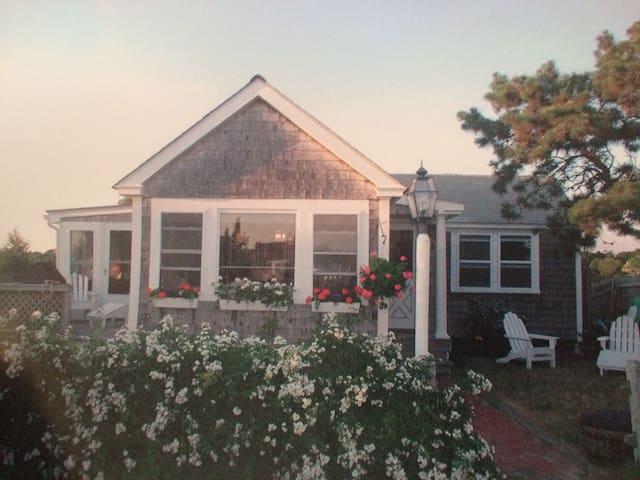 Rustic Cape Cod Cottage 5min walk Craigville beach