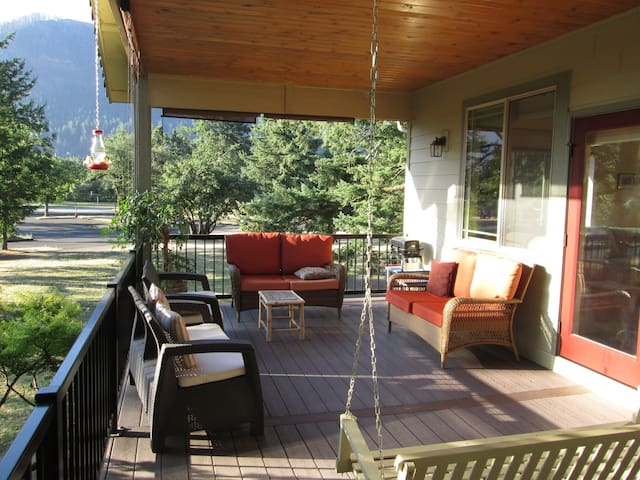 SCENIC COLORS, Portland area,  Gorge; 35 min. PDX