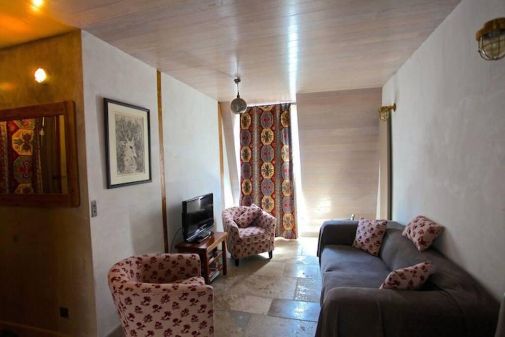Lounge 2/3
