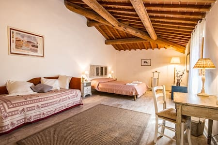 Family room in Agriturismo Podere il Palagio - Fiesole - Bed & Breakfast