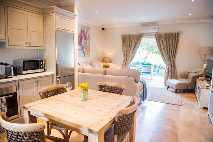 Luxury 2 bed in heart of winelands!