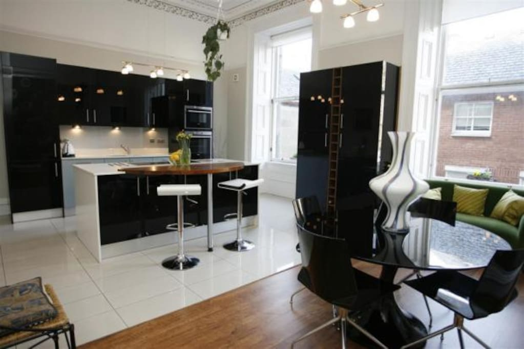 Kitchen / diner, with  newly installed fabulous designer kitchen with integrated appliances and elaborate cornice work.