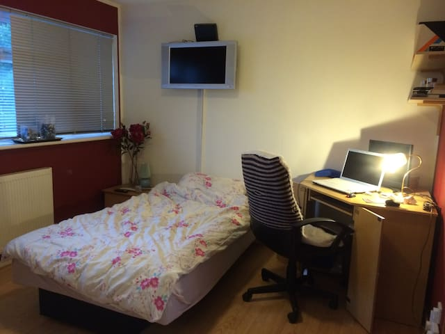 Double room near Pinewood - Iver