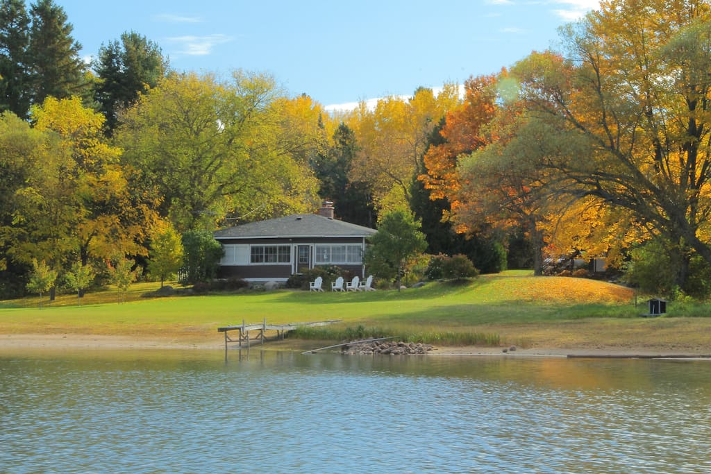 Romantic waterfront hideaway cabins for rent in sault for Michigan romantic cabins