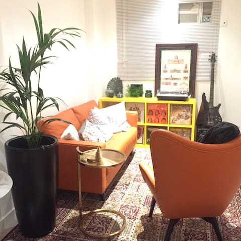 Cosy double bed in Soho/ Poho 10 mins from Central