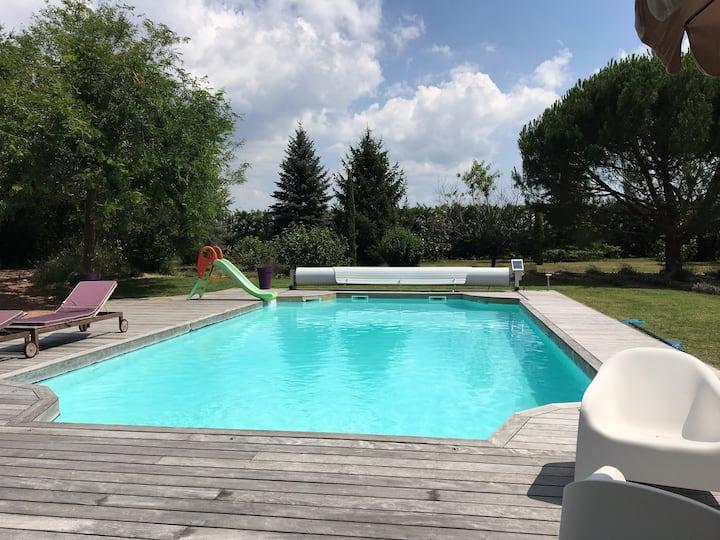 La Grangeneuve côté piscine