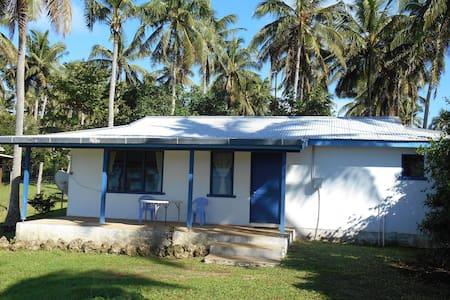 Pineapple Bungalow - Neiafu - House