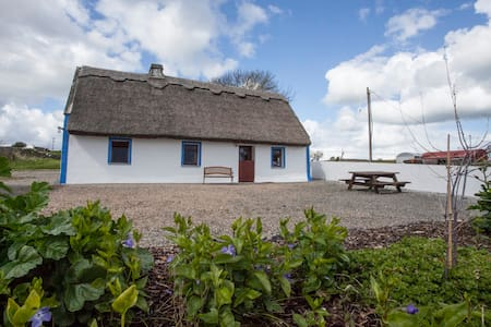 Thatched Cottage on Galway Bay - Clarinbridge