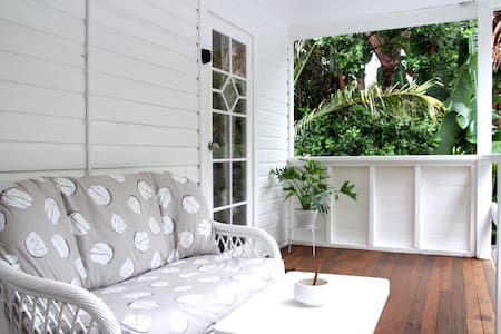 Byron Central Treetop Apartment. 2 mins to CBD.