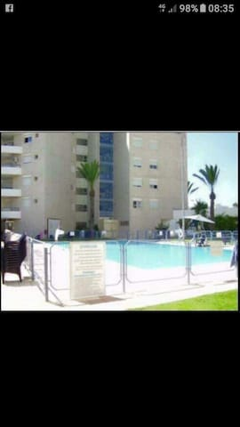 Appartement avec piscine en été. Proche de la mer.
