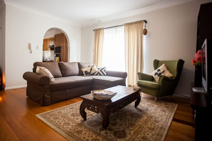 Sunny One-Bedroom Coogee Apartment - Coogee - Daire