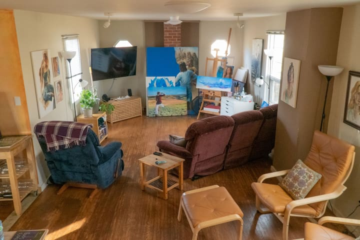 Cozy Rural Art Retreat in Rosebud! Both Bedrooms