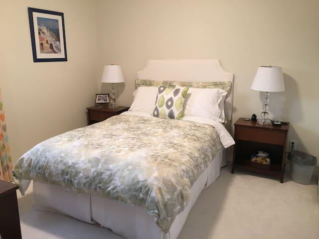 Comfortable Room & Private Bath - Barrie - Casa