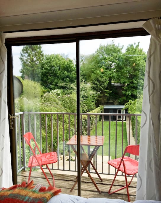 Make yourself a cup of tea or coffee from the kitchenette in your room and enjoy some peace and quiet on the balcony overlooking the garden