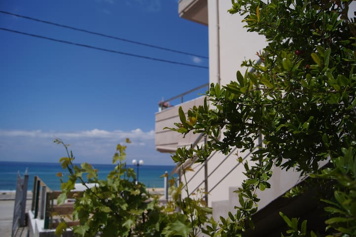 Terra Kotta - Βράχος λουτσα - House