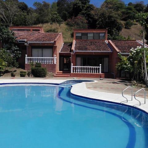 Apulo - Tocaima (Hermosa y amplia casa)
