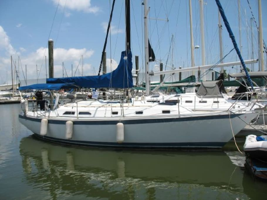 Sailboat serenity boats for rent in marina del rey for Houseboats for rent in california